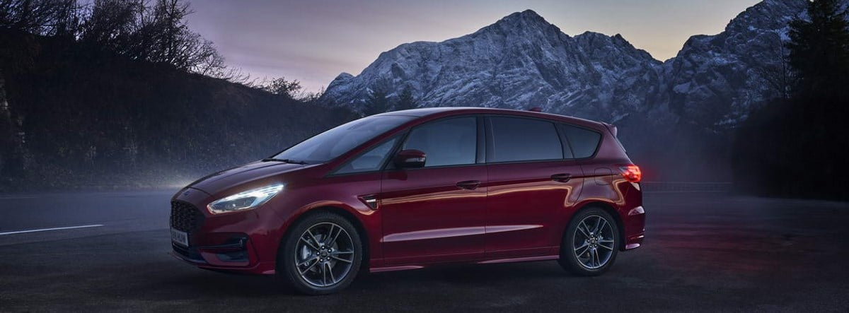 Ford S-MAX Hibrido en color rojo