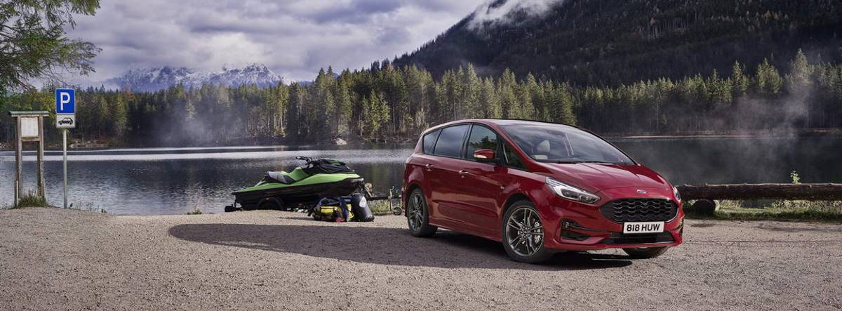 Ford S-MAX Hybrid en la montaña