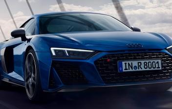 Audi RS3 Sportback azul en la carretera