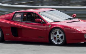 Ferrari Testarossa en un circuito