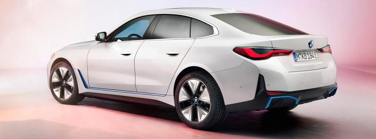 BMW i4 de 2021en color blanco