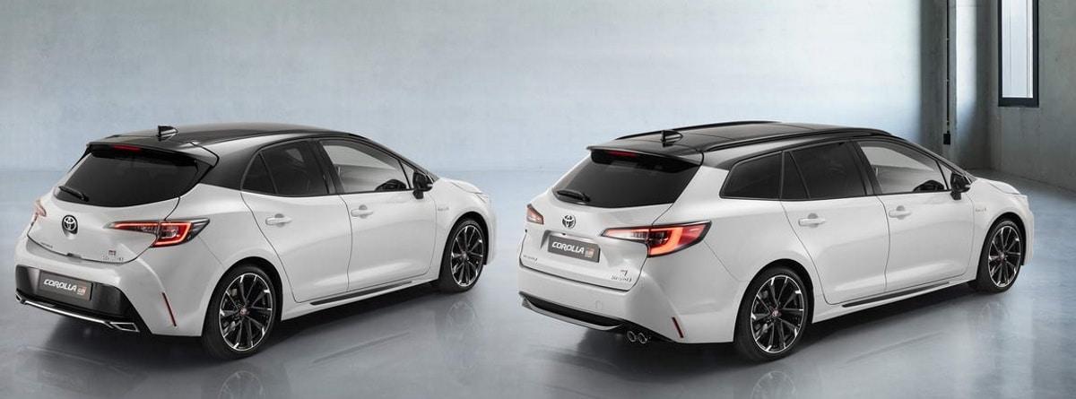 Dos Toyota Corolla de color blanco