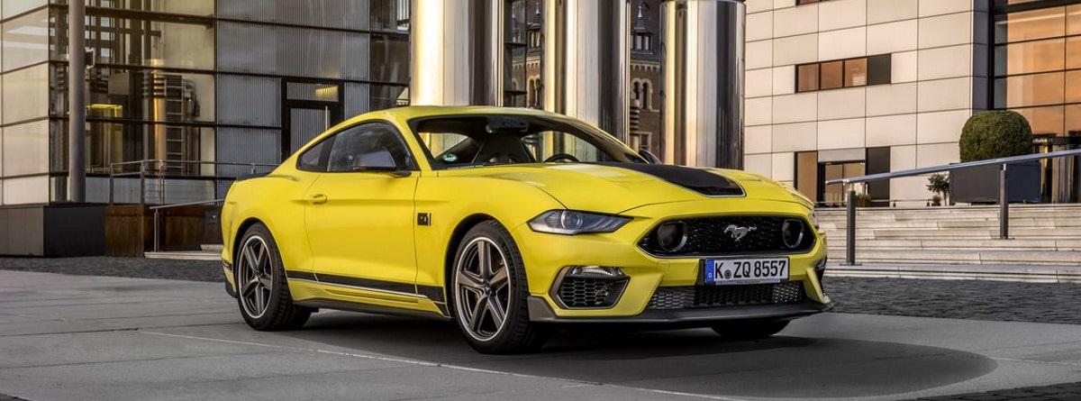 Mustang Mach 1 amarillo