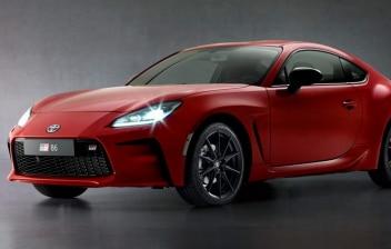 Coche rojo deportivo Toyota GR86