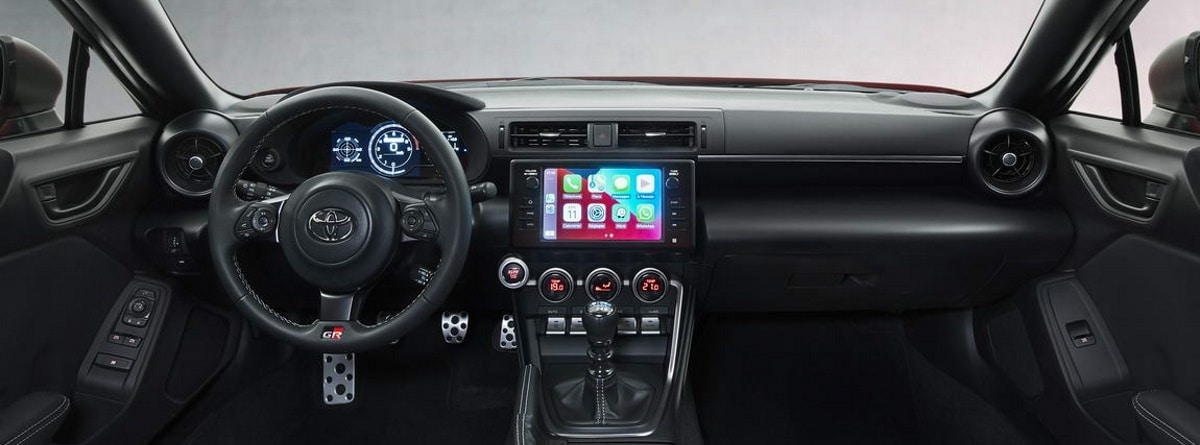 Volante, pantalla, cuadro de instrumentos del Toyota GR86