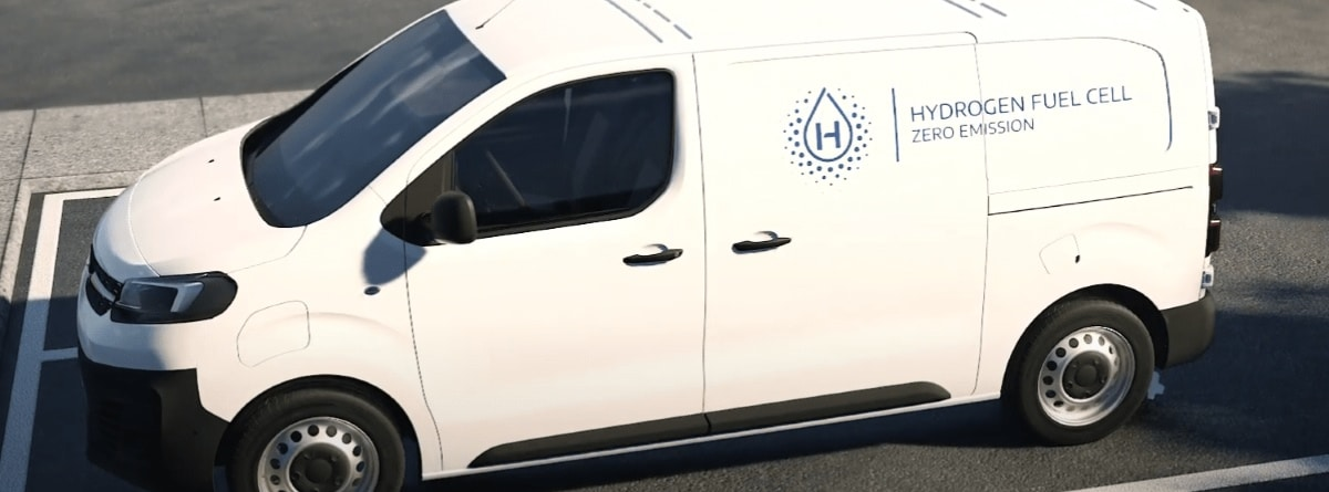 Vista lateral de la Opel Vivaro-e Hydrogen aparcada