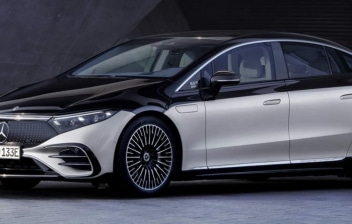 Nuevo coche Mercedes Benz EQS estacionado