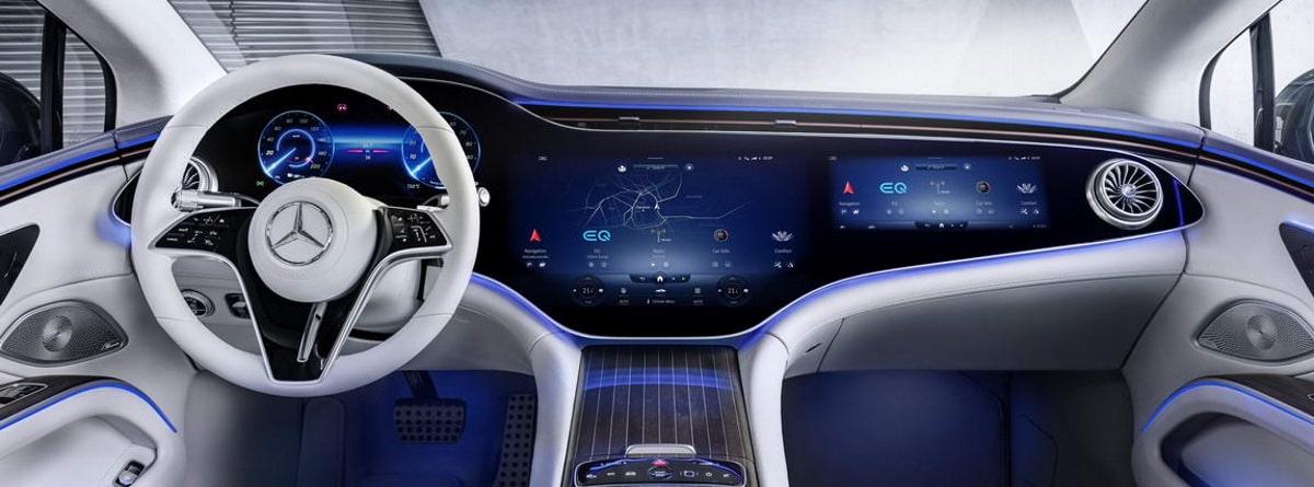 Interior del Mercedes Benz EQS, volante, pantallas y cuadro de instrumentos