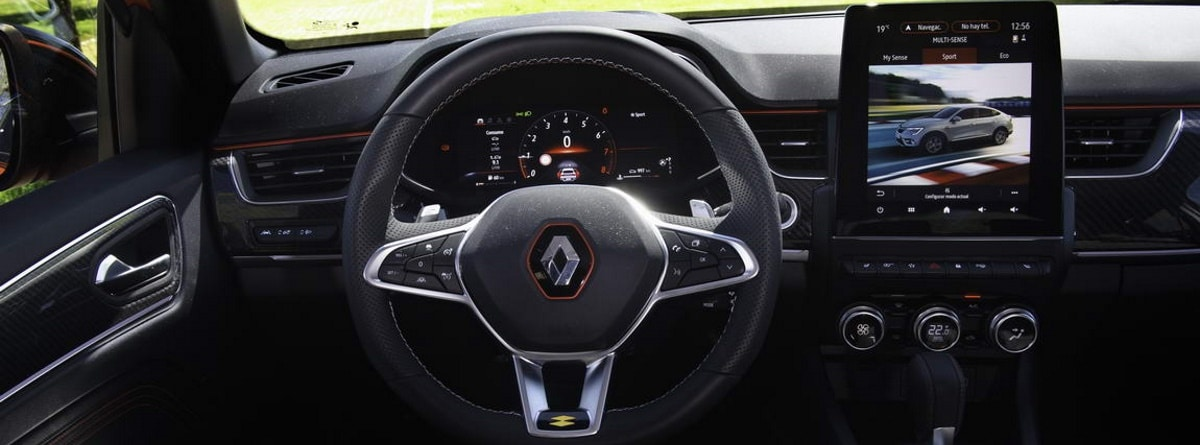 Volante, cuadro de mandos y pantalla del Renault Arkana E-Tech