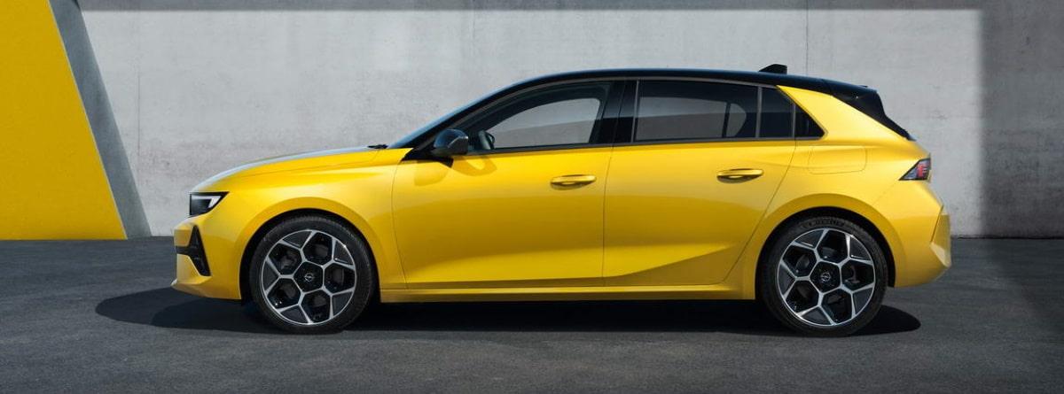 Visión lateral del coche Opel Astra