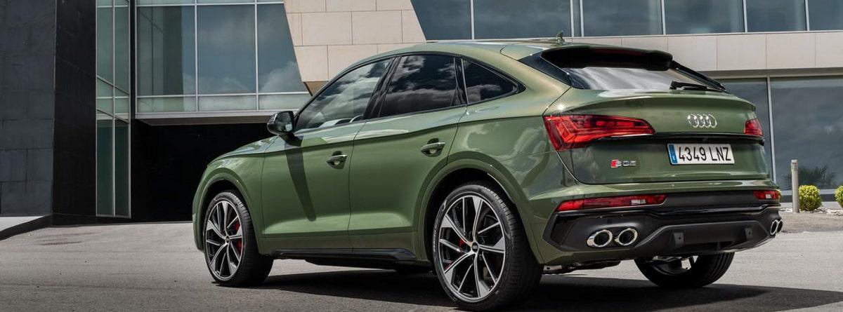 Vista lateral y trasera del Audi Q5 Sportback en color verde