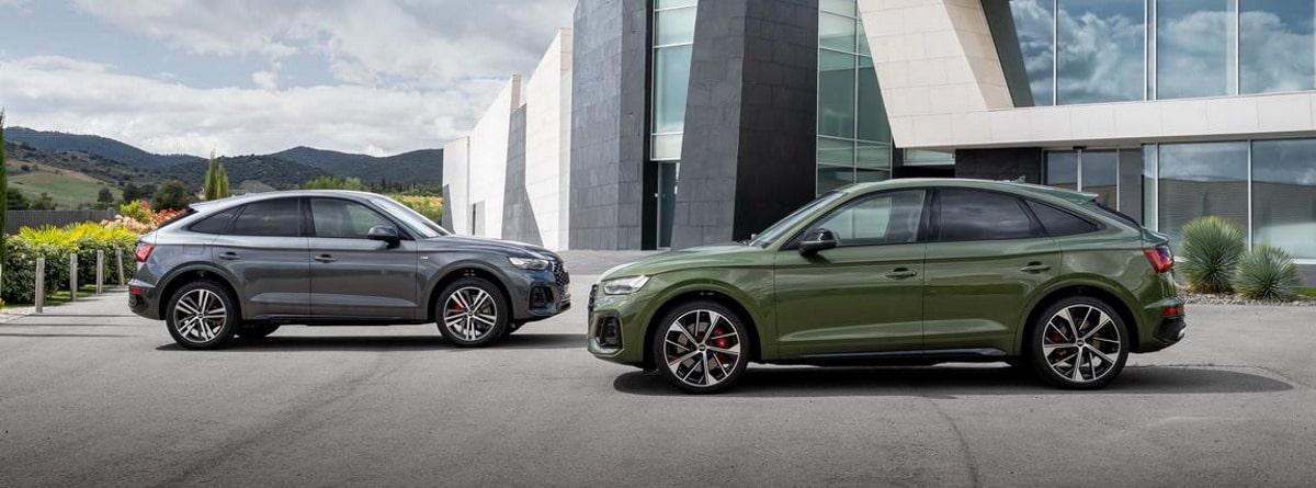 dos coches Audi Q5 Sportback aparcados en la calle, color verde y gris metalizado