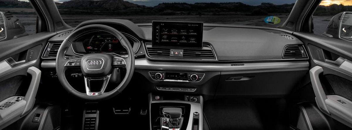 Volante, pantalla y mandos del Audi Q5 Sportback